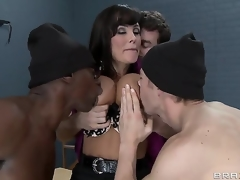 Erik Everhard,James Deen,Lisa Ann and Sean Michaels in dangerous minds with dangerous dicks. Sexy MILF teacher with big mangos acquires a great gang bang in prison. With double penetration and fantastic blow jobs. This is one hos scene.