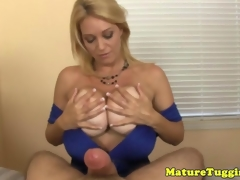 Adult milf jerking horseshit be advantageous to cumshot