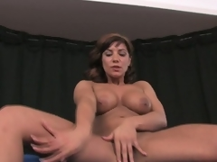 Busty brunette hair milf rubs and toys fur pie